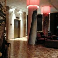รูปภาพถ่ายที่ Hotel Augusta โดย Luis B. เมื่อ 10/1/2011