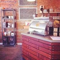 Foto tomada en Little Amps Coffee Roasters por Davy R. el 11/9/2011