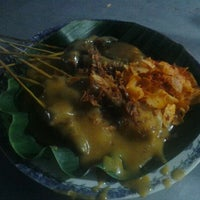 Photo taken at Sate padang salero (uda maman) by W A W A N on 10/25/2011
