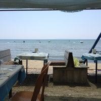 7/8/2012 tarihinde Leventziyaretçi tarafından Karina Balık Restaurant'de çekilen fotoğraf