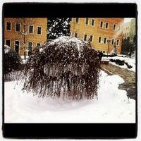 Das Foto wurde bei Üniversite Meydanı von Crowsday am 1/31/2012 aufgenommen