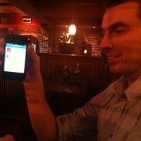 Photo prise au Moe's bar & grill par Chris J. le1/29/2012