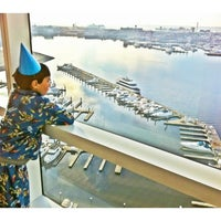 Photo taken at Executive Suite with Harbor View at Four Seasons Hotel Baltimore by Ying U. on 11/29/2011