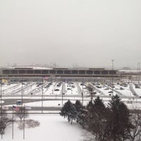 Photo taken at Newark Liberty International Airport Marriott by Carmen M. on 1/21/2012