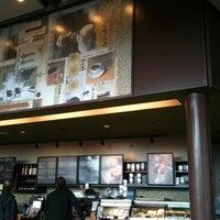 Снимок сделан в Starbucks пользователем Ale C. 5/9/2011