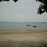 Photo taken at Desaru Batu Layar by Ku L. on 5/12/2012