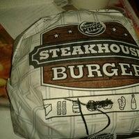 Снимок сделан в Burger King пользователем Carla R. 8/18/2012