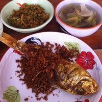 Photo taken at ร้านอาหาร ปักษ์ใต้พัทลุง by Supatchare S. on 5/17/2012
