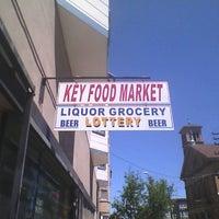 6/10/2012 tarihinde Tino V.ziyaretçi tarafından Key Food Market'de çekilen fotoğraf