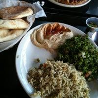 รูปภาพถ่ายที่ Aladdin's Mediterranean Cuisine โดย Nicki S. เมื่อ 4/8/2012