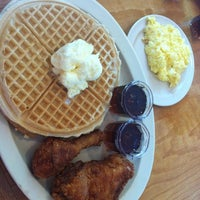 Photo taken at Roscoe's House of Chicken and Waffles by PloZz on 4/20/2012