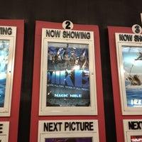 Das Foto wurde bei Robinsons MovieWorld von Niña C. am 7/15/2012 aufgenommen