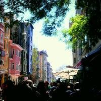 4/21/2012 tarihinde Serdarziyaretçi tarafından Cihangir Kahvehanesi'de çekilen fotoğraf