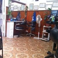 Photo taken at Salon De Belleza Glamour by Aldo M. on 3/19/2012