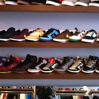 Foto tirada no(a) Maze Skateshop por Márcio C. em 3/30/2012