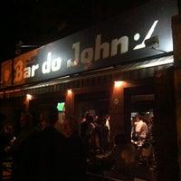 Foto tirada no(a) Bar do John por André B. em 8/24/2012