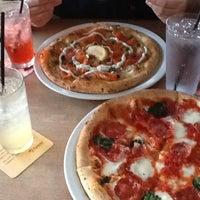 Photo prise au Famoso Neapolitan Pizzeria par YonJi J. le8/26/2012