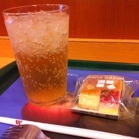 Photo taken at MOS Burger by 田脇 正. on 8/7/2012