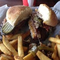 Das Foto wurde bei Killer Burger von Anne H. am 2/23/2012 aufgenommen