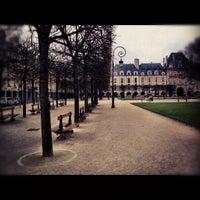 Das Foto wurde bei Place des Vosges von Anton C. am 3/17/2012 aufgenommen