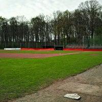 Das Foto wurde bei Baseballstadion Köln von Urs A. am 4/2/2012 aufgenommen
