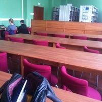Foto tomada en Читальный зал НИУ ВШЭ por Rita V. el 4/4/2012