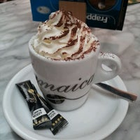 Photo taken at Jamaica Coffee Shop by Ferran G. on 3/4/2012
