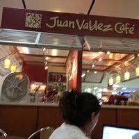Photo taken at Juan Valdez Café by Fabriccio J. on 7/19/2012