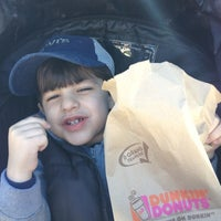 Photo taken at Dunkin' Donuts by Racquel M. on 3/30/2012