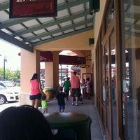 Foto tomada en Allen Premium Outlets por Veronica M. el 8/4/2012