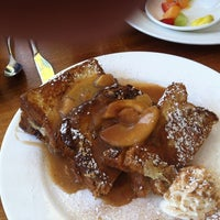 Photo taken at Meli Cafe & Juice Bar by Richa G. on 8/5/2012