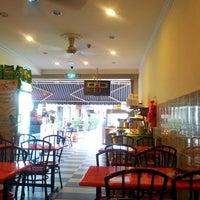 Photo taken at Restoran Jalil Maju by Sean F. on 6/12/2012