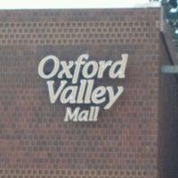 Das Foto wurde bei Oxford Valley Mall von Lynn H. am 3/18/2012 aufgenommen