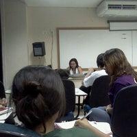 Photo taken at Sala 10512. Letras Lingua Inglesa by Robson T. on 4/27/2012