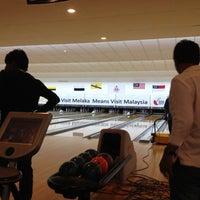 Das Foto wurde bei Melaka International Bowling Centre (MIBC) von Syahrul S. am 6/15/2012 aufgenommen