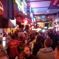 Foto tirada no(a) Stan's Sports Bar por Harry R. em 5/3/2012