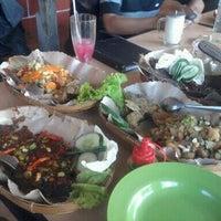 Photo taken at Pemancingan & Lesehan Tirta Mas by reza r. on 10/1/2011