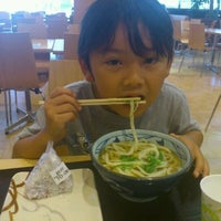 Photo taken at 丸亀製麺 みらい長崎ココウォーク店 by 222 on 8/28/2011