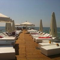 9/26/2011 tarihinde Lavinia 🐾ziyaretçi tarafından Q Premium Beach 'de çekilen fotoğraf