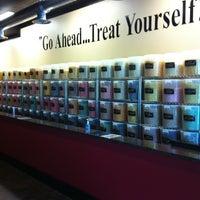 Photo taken at Heavenly Gourmet Popcorn by Yepser on 8/1/2011