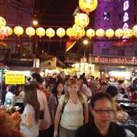 Photo taken at ตลาดใหม่เยาวราช by Pretty S. on 1/15/2012