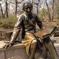 2/25/2012 tarihinde Trúc N.ziyaretçi tarafından Hans Christian Andersen Statue'de çekilen fotoğraf