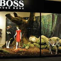 Photo prise au BOSS Store par Yusri Echman le8/11/2012
