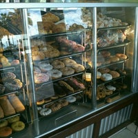 Photo taken at Winchell's Doughnut House by Daisy T. on 4/14/2012