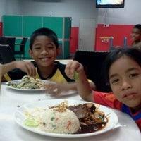 Photo taken at Restoran Bawang Merah by Nurasyima I. on 9/24/2011