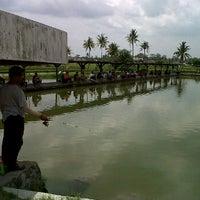 Photo taken at Pemancingan kadisoko by Lilih P. on 1/29/2012
