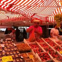 Das Foto wurde bei Wochenmarkt Winterfeldtplatz von Suzanne V. am 8/11/2012 aufgenommen