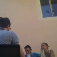 Foto scattata a Art Cafe da Neita P. il 8/20/2012