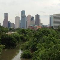 Das Foto wurde bei Buffalo Bayou Park von Oliver G. am 5/10/2012 aufgenommen