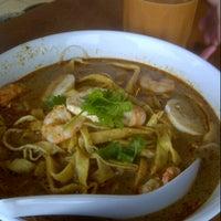 Photo taken at Sin Chon Fa Seafood Restaurant (新创发海鲜餐馆) by Herry N. on 8/1/2012